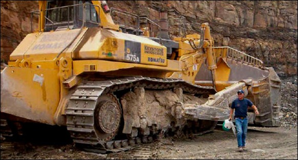 biggest-Bulldozer-D575A-3SD-01