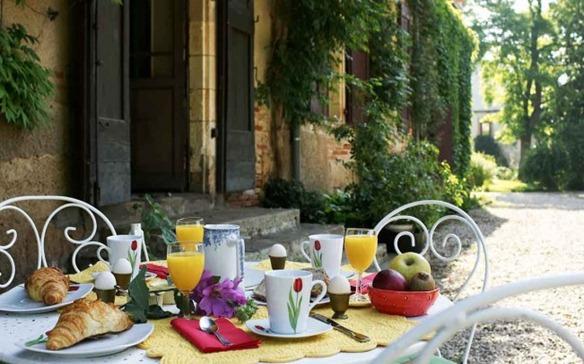 mmdomainedubuc4-Petit-Dejeuner-Domaine-du-Buc-651x386