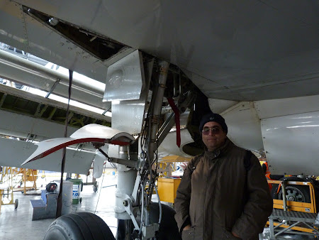Sub un avion