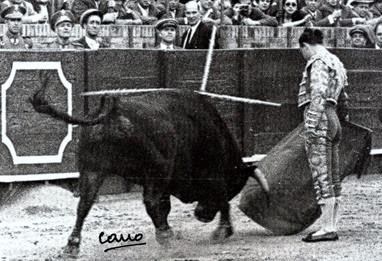 Sevilla Pepe Luis muletazo con la derecha 001