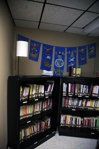 The library at the Center City Counseling Clinic. (Photo Credit: Alex Crowder)