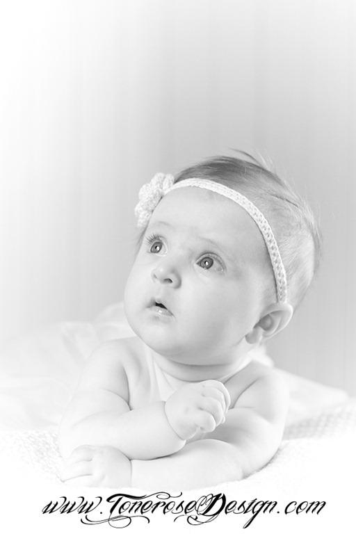 babyfotografering red IMG_5957 bw