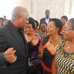 tn_PREZ MAHAMA INTERACTING WITH NAT. PREZ WOMENS AGLOW AND AN EXECUTIVE (2).JPG