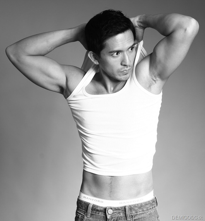 Dennis Trillo shirtless