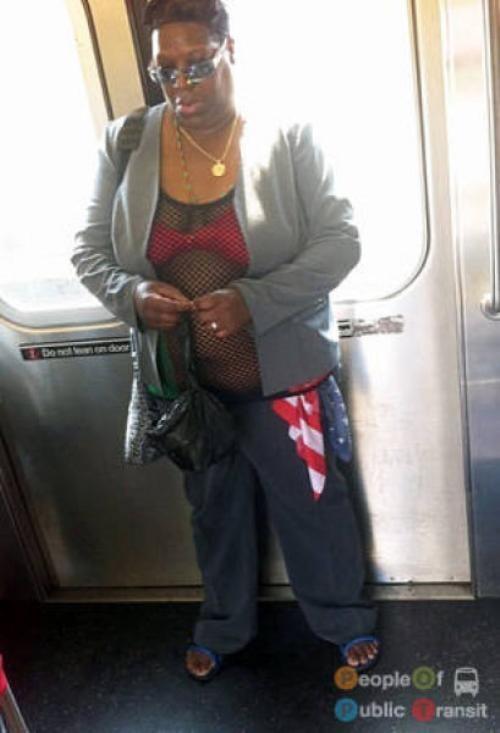 pessoas bizarras em metrô (21)