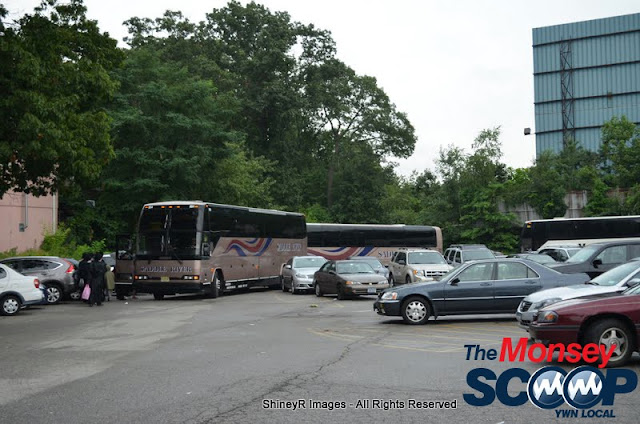 Loading the Buses in Monsey for the Siyum HaShas In MetLife Stadium (Meir Rothman) - DSC_0038.JPG