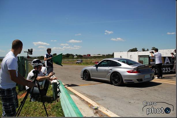 Porsche entrando na pista