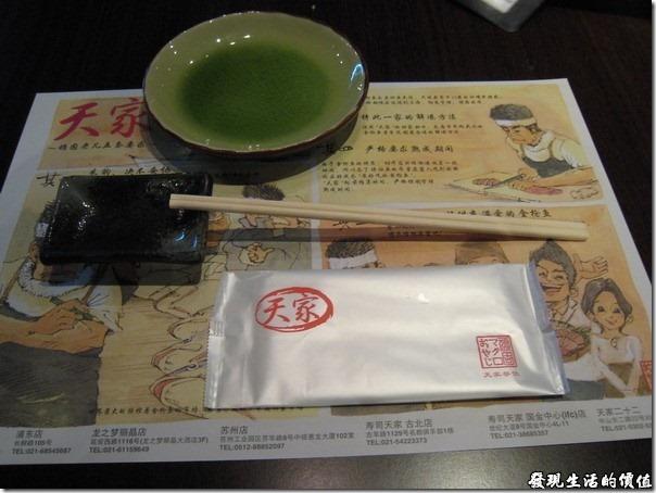 上海壽司天家。壽司天家的桌上擺飾。