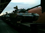 Hami - Tank à la sortie de la gare
