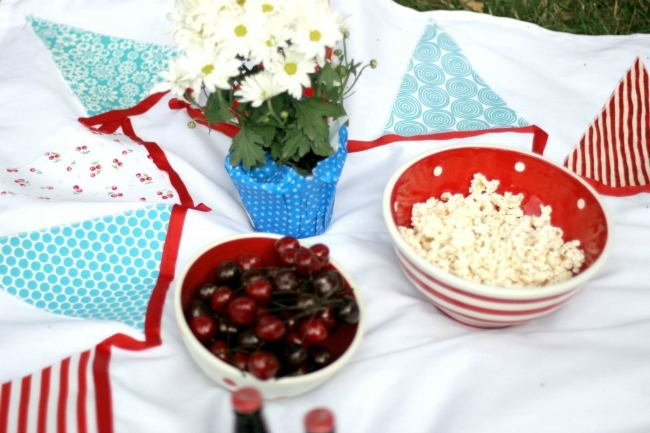 DIY Bunting Tablecloth Blanket