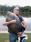 Tambaqui de 27,5 kg pego por Vitor Saurin no guabi com pinga