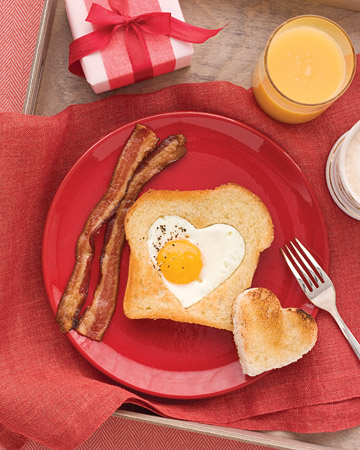 Heart Shaped Eggs and Toast. (marthastewart.com)
