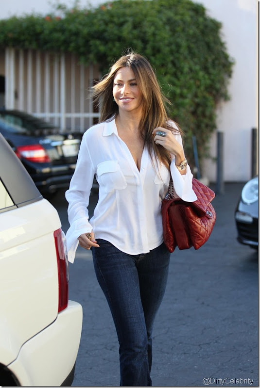 sofia-vergara-white-shirt-9