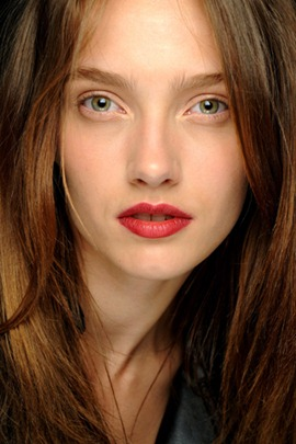 chanel fall2010 couture red lips make up 1