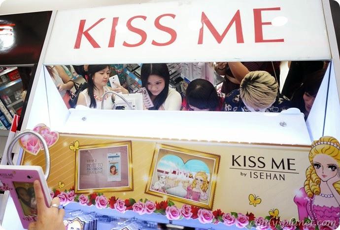Kiss Me Selfie1