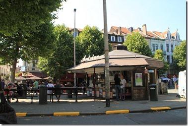 ベルギーで1-2を争う美味しいフリッツ屋、メゾン・アントワーヌ(Maison Antoine)