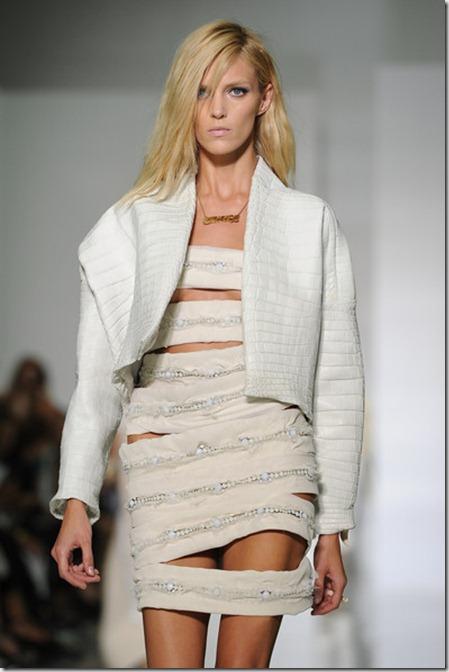 KW Kanye West Runway Paris Fashion Week Spring MB0gRVF9US1l