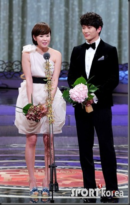 20111231_sbsdrama_kanghee_jisung_11