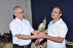 डॉ.  श्री.  मकरंद नाटेकर आणि डॉ. श्री. रवींद्र देशपांडे