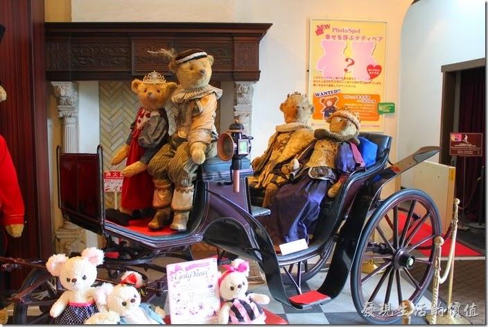 日本北九州-豪斯登堡。第一個建築物是【泰迪熊】專區,這裡有兩層樓收集的各式各樣的泰迪熊玩偶,喜歡泰迪熊的朋友錯過了。