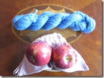 yarn_with_apples