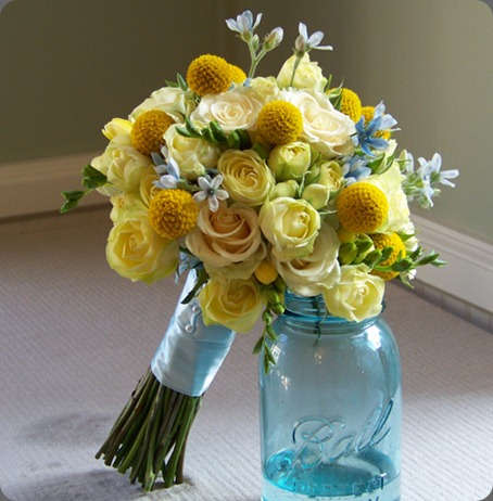 20090912035 craspedia, Creamy Eden spray roses, cream prophyta roses, light yellow freesia and a hint of tweedia. floral verde