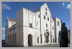 Baslica-de-So-Nicolau-em-Bari-Italia[2]