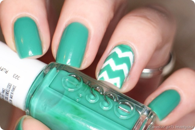 LFB Essie Ruffles and Feathers Swatch Nail Vinyls Chevron Turquoise (5 von 7)
