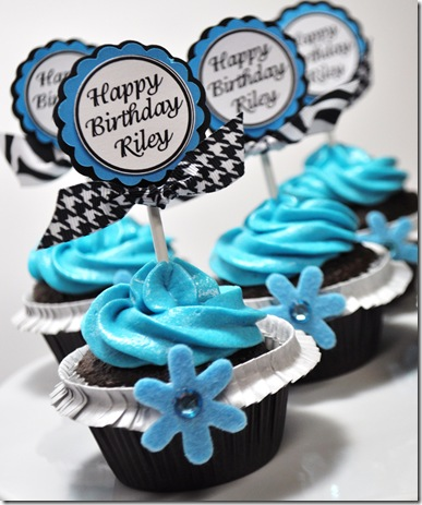 PERSONALIZED CUPCAKE TOPPER