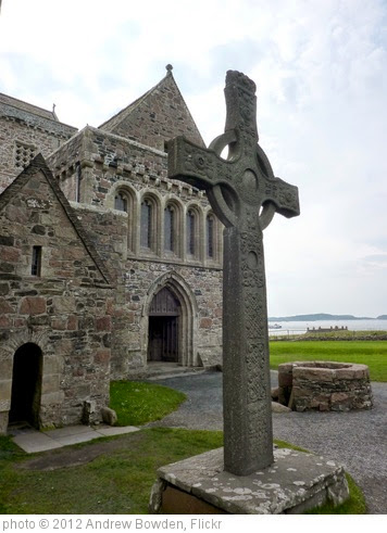 'Replica of St John's Cross outside Iona Abbey' photo (c) 2012, Andrew Bowden - license: https://creativecommons.org/licenses/by-sa/2.0/