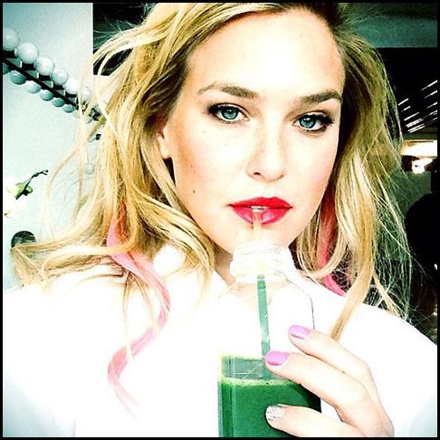 bar-refaeli-drink-succo-verde-2013-wellness-instagram-1