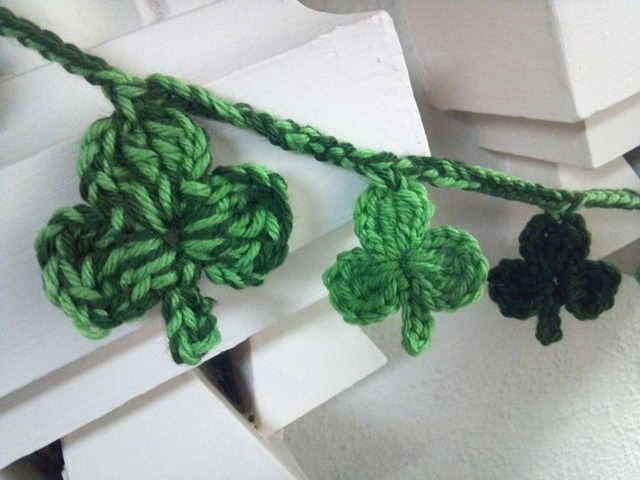 yarn shamrock banner