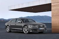 2014-Audi-S8-01.jpg