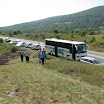 Срби Крајишници, мјештани, те делегације пристизали су аутобусом и колима на парастос.