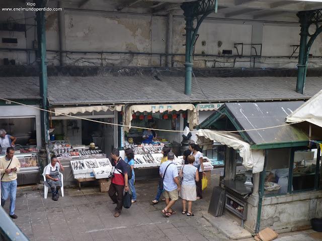 puestos-de-pescado-mercado-de-bolhao-en-oporto.JPG