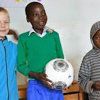 Ein echter Bundesliga-Fußball als Geschenk für die Kinder im Waisenhaus des Foxes Community and Wildlife Trust, Mufindi. © Foto: Marco Penzel | Outback Africa Erlebnisreisen