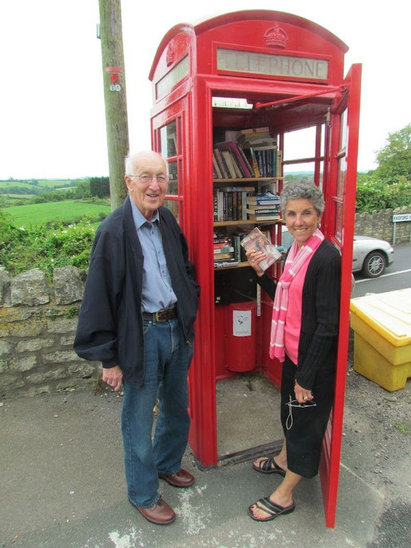 telephone-box-library-17