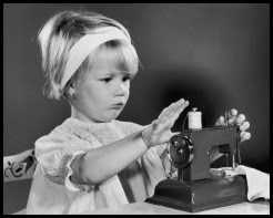 Child-Sewing-Machine
