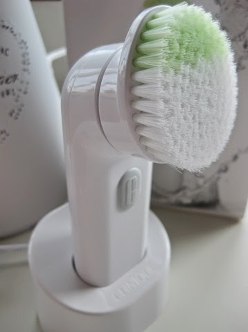Clinique-Sonic-System-Cleansing-Brush-