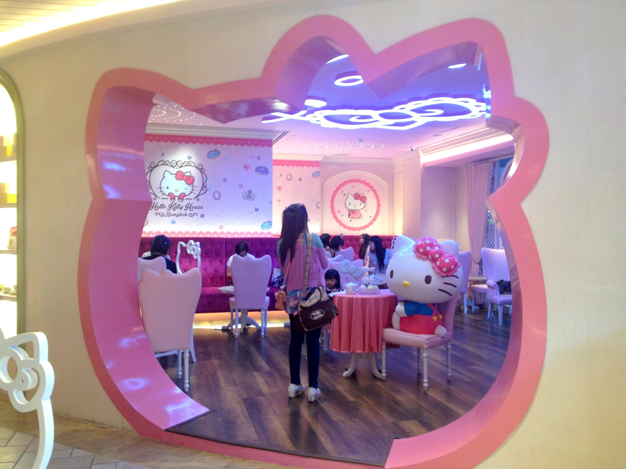 Hello Kitty House thailand travel blog - bangkok sanrio hello kitty house - adriennehoxy