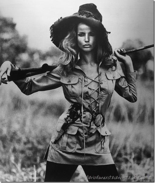 Veruschka-1968 Yves saint lauren saharienne Numéro Juillet-Août de Vogue, 1968