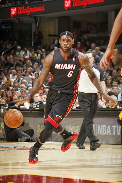 LBJ Wears Away 118217s and8230 Goes Back to Elite 108217s Again