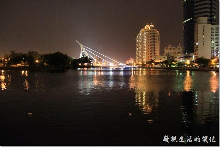 台南-逐鹿焊火燒肉。臨安橋的夜景。