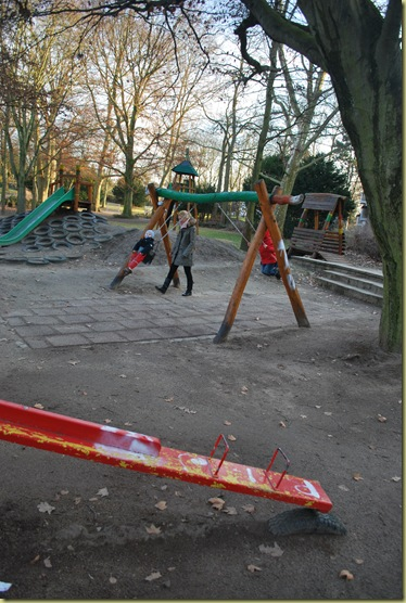 2012-03 Playground - swing