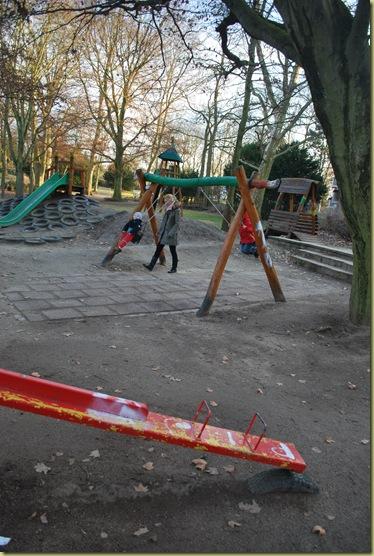 2012-03 Playground - swing