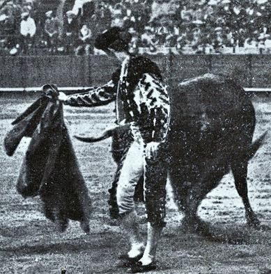 1914-04-21 Sevilla (p. SyS) Joselito en el cuarto - detalle