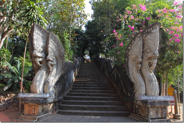 Entrance to Wat Phra That Phu Khao, Ban Sop Ruak