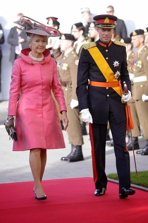 Enrique, Gran Duque de Luxemburgo, a su llegada junto a la hermana de la fallecida condesa de Lannoy, Dominique de Schaetzen