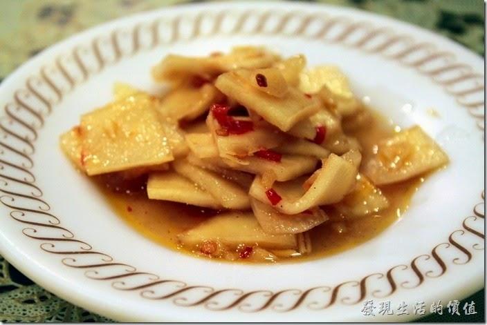 東港-國珍海產店。這一盤「大頭菜」涼菜是招待的。清脆爽口,開胃不錯。