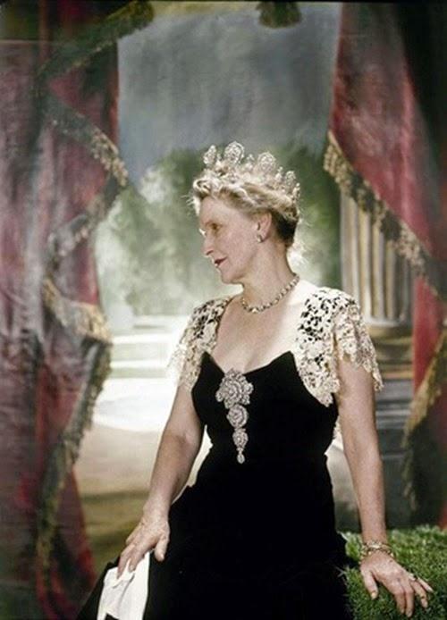 tiara Lady Astor con tiara y un impresionante stomacher[4]